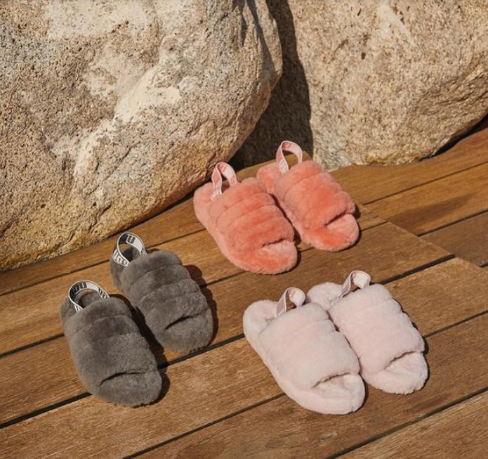 รองเท้า Ultra-Fluffy ของ UGG รองเท้าแสนนุ่ม